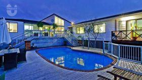 长湾中学附近7房泳池别墅