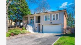 3 Lookout Pl, North York, ON M6L 2L1