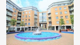 Lovely one bed flat with parking at Limehouse